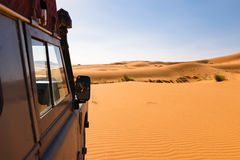 Off- road vehicle oldtimer in Sahara dunes, Morocco Stock Photos