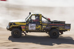 Off-road vrachtwagen die in een woestijnverzameling concurreren Stock Afbeeldingen