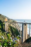 Offen--spandrel Bogenbrücke der Bixby-Nebenfluss-Brücke in Kalifornien lizenzfreie stockfotos