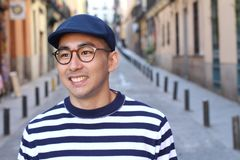 Offen von einem asiatischen männlichen Freien stockbild