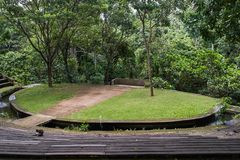 Offene Bühne im Ubud-Affewald, Bali-Insel Stockfoto