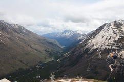 Offene Drahtseilbahn, zum von Cheget in die Elbrus-Region anzubringen lizenzfreies stockbild