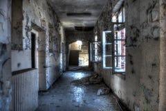 Offene Fenster und Treppe Stockbild