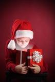 offene Geschenkbox des Jungen Weihnachts Lizenzfreie Stockbilder