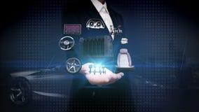 Offene Palme der Geschäftsfrau, elektronisch, Lithium-Ionen-Batterie-Echoauto Aufladungsautobatterie umweltfreundliches zukünftig stock video