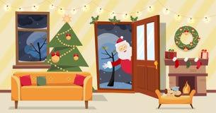 Offene Tür und Fenster, welche die schneebedeckten Bäume übersehen Weihnachtsbaum, Geschenke in den Kästen und Möbel, Kranz, Kami lizenzfreie abbildung