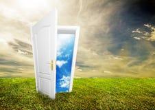 Offene Tür zur neuen Lebensdauer Stockbilder