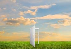 Offene Tür zur neuen Lebensdauer Stockfotografie