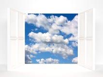 Offene Türen und Himmel Stockbilder