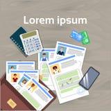 Offener Aktenkoffer mit Lebenslauf-Zusammenfassungs-Stunden-Manager Office Desk Top Lizenzfreie Stockbilder