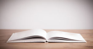 Offenes Buch lizenzfreie stockbilder