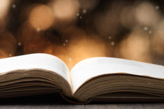 Offenes Buch Lizenzfreies Stockfoto