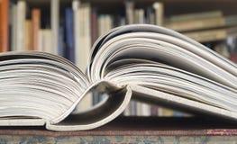 Offenes Buch, Abschluss oben lizenzfreie stockbilder