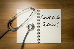 Offenes Buch, geschrieben, das ich ein Doktor sein möchte Lizenzfreies Stockfoto