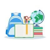 Offenes Buch mit einem Bookmark, ein Stapel Bücher und Notizbücher Stockbild