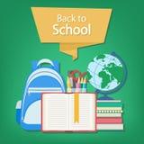 Offenes Buch mit einem Bookmark und Schulbedarf wie einem Rucksack, Lehrbücher, Notizbuch, Kugel, Briefpapiersatz Stockfotografie