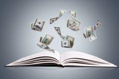Offenes Buch oder Zeitschrift mit fliegenden Dollar-Banknoten Lizenzfreies Stockbild
