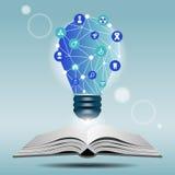 Offenes Buch und Lampe mit medizinischer Ikone Stockfotografie