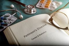Offenes Buch von Parkinson-` s Krankheit lizenzfreies stockfoto