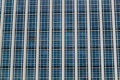 Offenes Fenster im Bürohaus Stockfoto