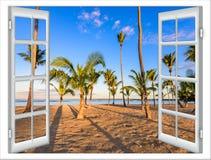 Offenes Fenster zum Meer Stockbild