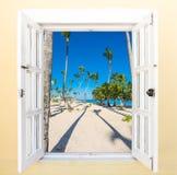 Offenes fenster meer  Offenes Fenster Zum Meer Stockfotos – 62 Offenes Fenster Zum Meer ...