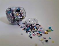 Offenes Glas voll Farben stockbilder