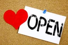 Offenes Konzept der Begriffshandschrifttexttitelinspirations-Vertretung für Shop Öffnung und Liebe geschrieben auf klebrige Anmer Lizenzfreies Stockbild
