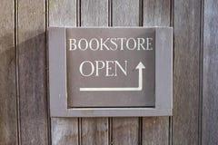 Offenes Zeichen der Buchhandlung lizenzfreies stockfoto
