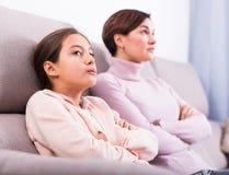 Offense de prise de mère et de fille Photographie stock