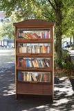 Offentlig bokhylla i Tyskland Arkivfoton