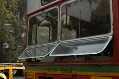 Offentlig buss i Mumbai, Indien fotografering för bildbyråer