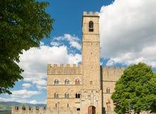 Offentlig monument av Poppi Castle i Tuscany Royaltyfria Bilder