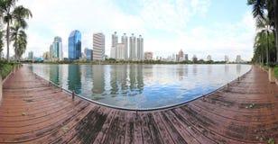 Offentlig panorama av Benjakiti parkerar, Thailand Royaltyfri Fotografi