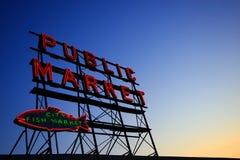 offentlig signboard för marknad Royaltyfria Foton