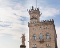 Offentlig slott och staty av frihet marino san Fotografering för Bildbyråer