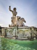 Offentlig springbrunn med Neptun och hästar royaltyfria bilder