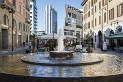 Offentlig springbrunn, Milan, Italien Arkivfoto