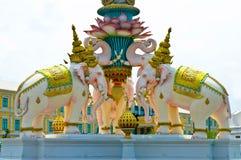 Offentlig staty för vit elefant Royaltyfria Bilder