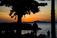 13 11 2014 - Offentlig strand och semesterortstaden av Pattaya, Thaila Arkivbilder