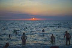 13 11 2014 - Offentlig strand och semesterortstaden av Pattaya, Thaila Arkivbild