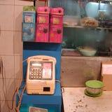 Offentlig telefon i gatan Arkivbilder