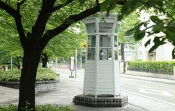 Offentlig telefon i parkera Arkivbilder