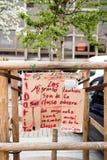 Offentliga plakatteckningar på plats Kleber för kommande protester Royaltyfria Foton