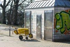 Offentliga toaletter i Muelheim en der Ruhr arkivfoton