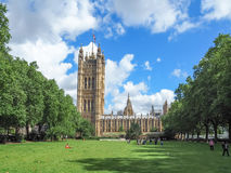 Offentliga Victoria Tower Gardens parkerar, Westminster, London arkivbild
