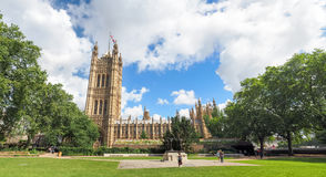 Offentliga Victoria Tower Gardens parkerar, Westminster, London arkivfoto