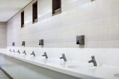 Offentligt badrum royaltyfria bilder