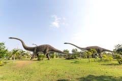 Offentligt parkerar av statyer och dinosaurie Royaltyfri Fotografi