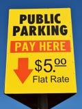 offentligt tecken för parkering arkivfoto